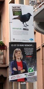 zwei Wahlpkate zum Bürgerentscheid in Freiburg am 1.2. aufgenommen in der Kartäuserstrasse.