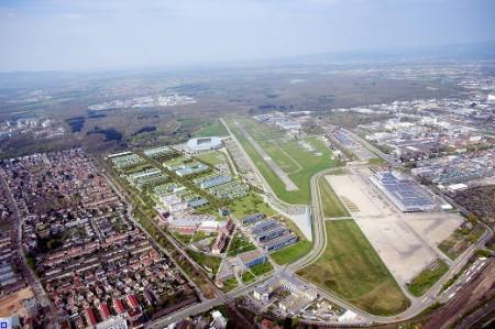 So könnte es mal aussehen. Merke die Grünfläche ist wegen der Unibebauung weg, nicht wegen dem Stadion! Quelle: http://www.freiburg.de/pb/,Lde/755915.html
